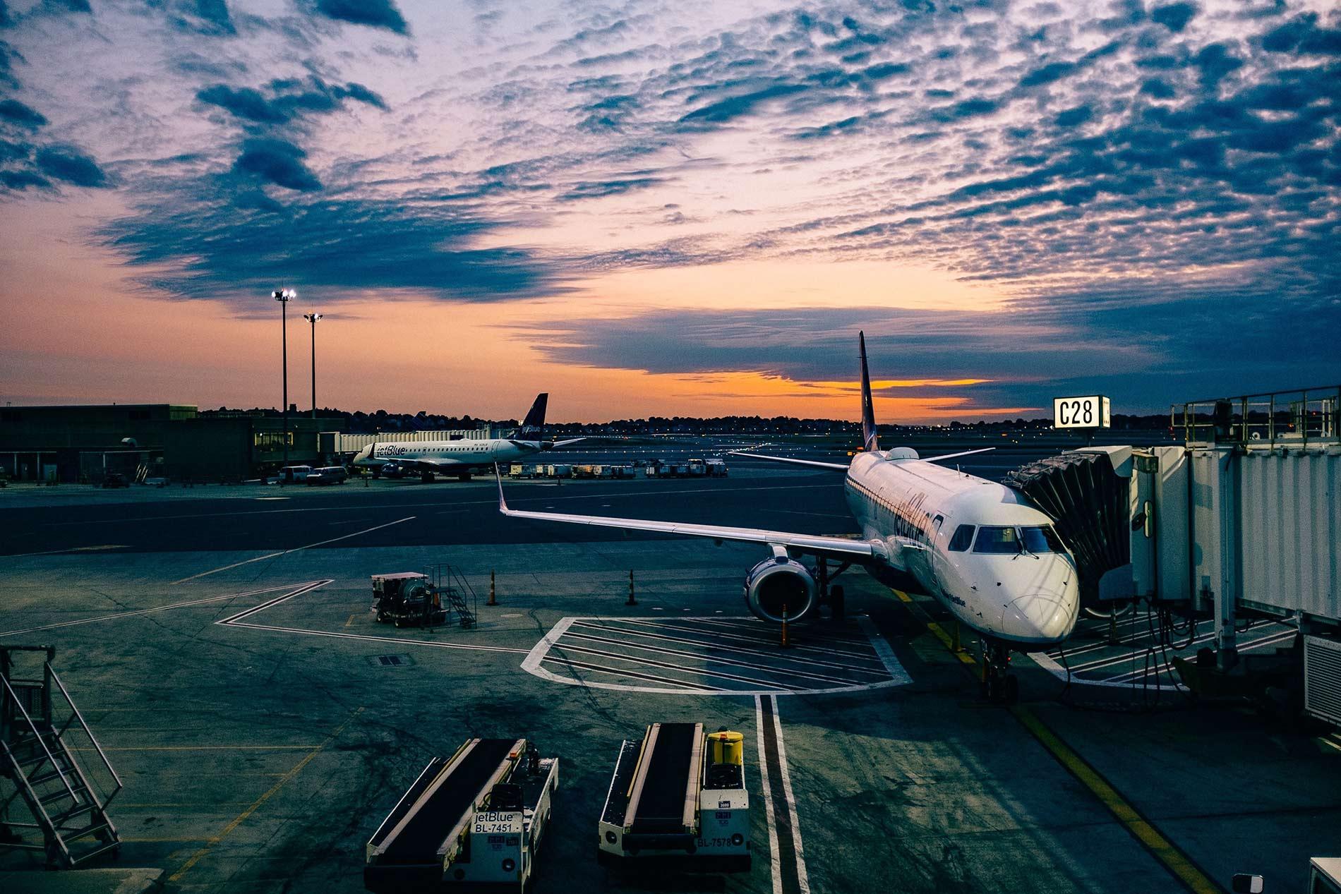 ¿Qué puedo hacer si retrasan mi vuelo?